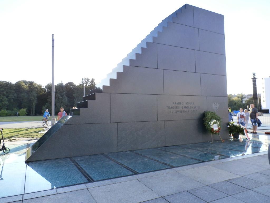 Memorial to 10 April 2010